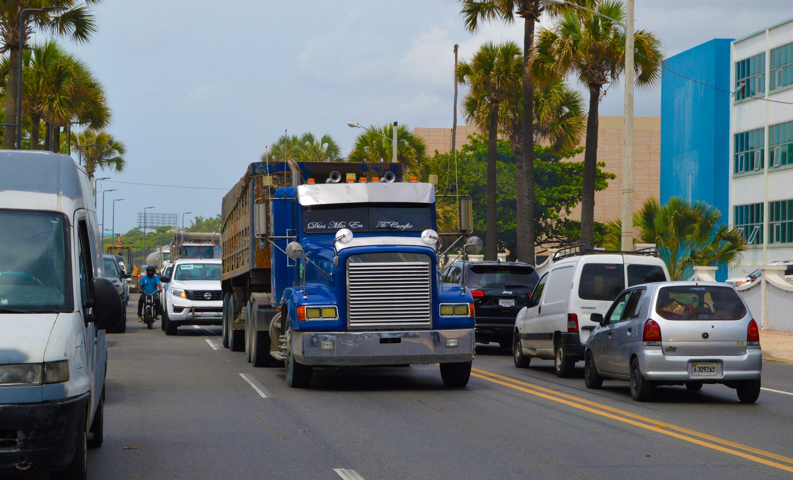 INTRANT prohíbe circulación de vehículos de carga en días festivos de  Navidad y Año Nuevo – Radar 24